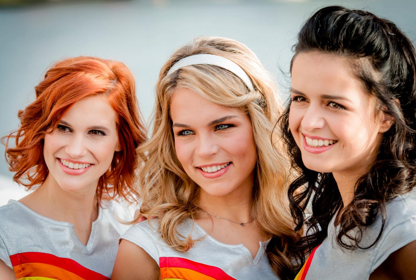 De zangeressen van K3 Hanne Verbruggen, Klaasje Meijer en Marthe De Pillecyn.