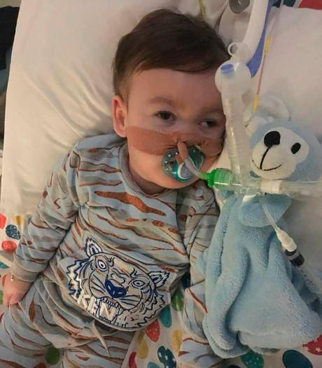 Britse rechter: doodzieke peuter Alfie mag niet naar Vaticaan-ziekenhuis