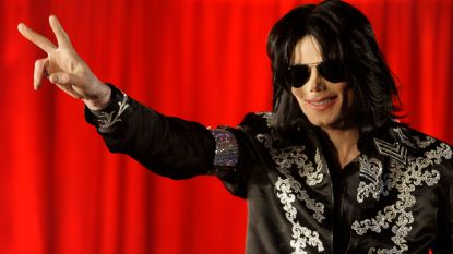 """Publicist van de wereldsterren doet boekje open, met lof voor Michael Jackson: """"Godheid die ten onrechte aan het kruis werd genageld"""""""