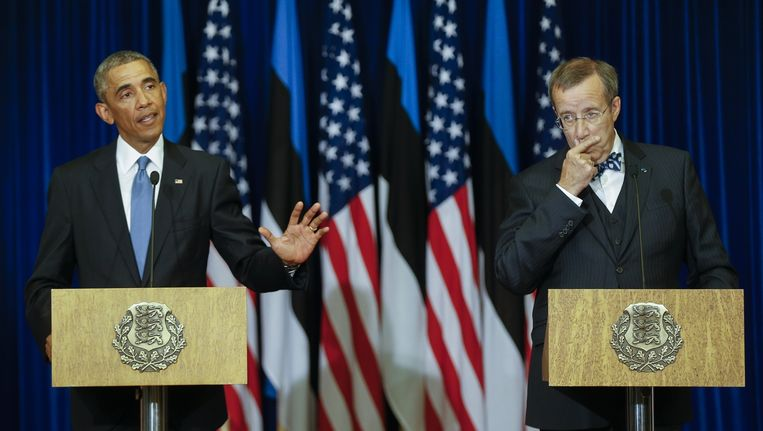 President Obama (l) geeft een persconferentie met zijn Estlandse ambtsgenoot Ilves. Beeld ap