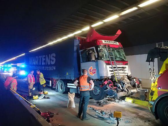 De chauffeur van één van de vrachtwagens raakte bij het ongeval gewond.