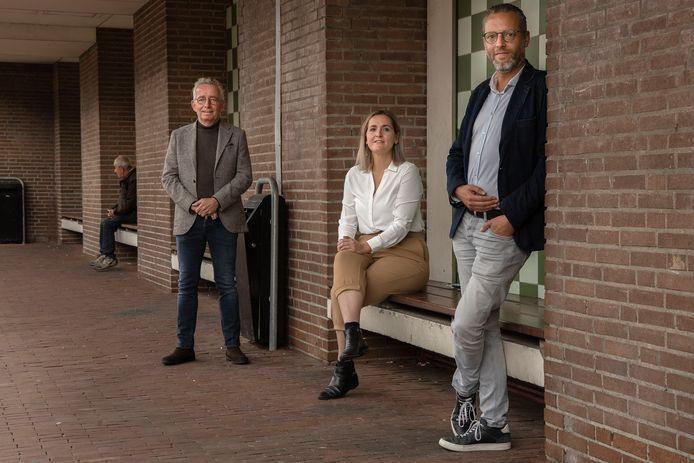 V.l.n.r. Joop van Stiphout van het Armoedeplatform Helmond, armoederegisseur Erika Dekens en wethouder Erik de Vries.