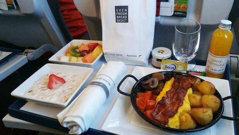 Ontbijt aan boord van Austrian Airlines. Beeld null