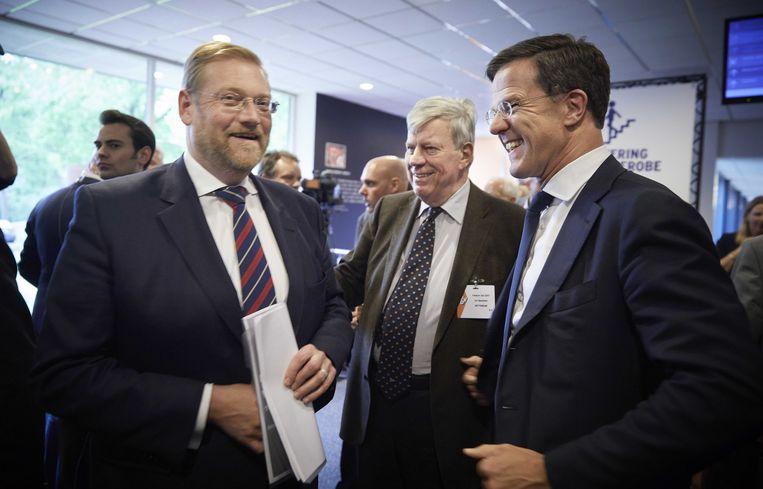 Van der Steur, Opstelten en Rutte op het partijcongres in Papendal. Beeld ANP