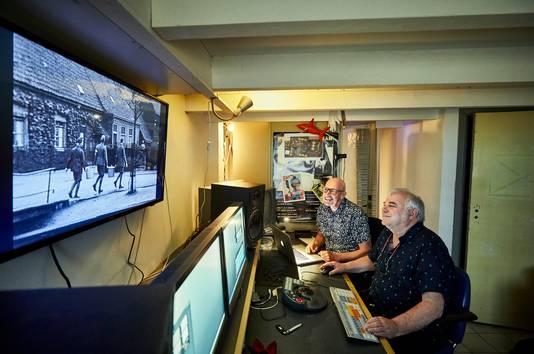 Het monteren van de 'Jurling-films' is al begonnen. Samensteller Joop de Jong (links) bekijkt de fragmenten.