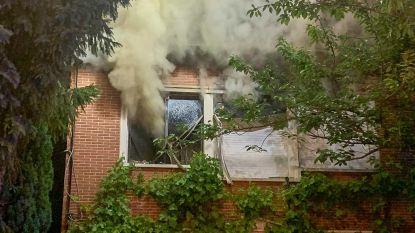 """Brand in 'volgepropt' huis: """"Moeilijk blussen door alle spullen"""""""