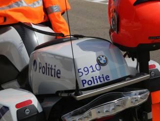 Politie zet bromfietsen op de rollen