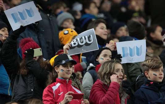 Jeugdieg fans van Internazionale voeren campagne tegen racisme voor de wedstrijd tegen Sassuolo.