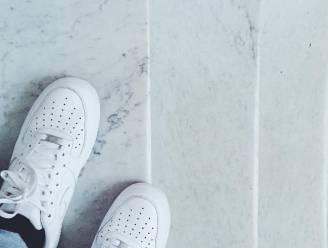 Getest: de ultieme hack om witte sneakers terug wit te krijgen