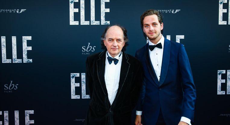 Jean van der Velde met zijn zoon bij de première van Elle. Beeld null