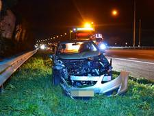 Automobilist raakt macht over stuur kwijt op A12