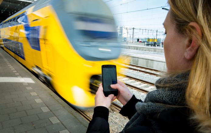 NS wil steeds meer gebruikmaken van de smartphone om de treinreis gemakkelijker te maken.