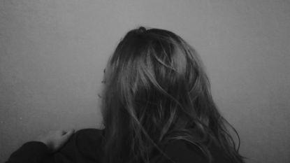 """Rode Neuzen Reporter Emanuelle getuigt over depressie: """"Praten helpt écht!"""""""