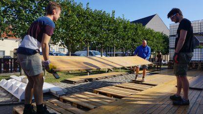 """Opbouw Leffingeleuren nu écht gestart: """"Zonder vrijwilligers is er gewoonweg geen festival"""""""