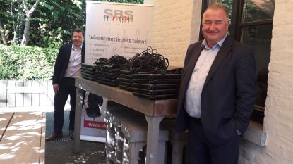 Skill BuilderS schenkt zestig laptops voor Aalsterse leerlingen