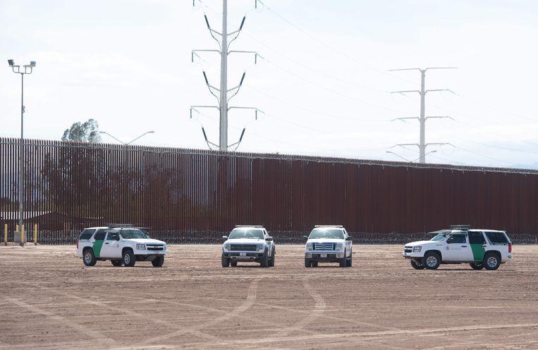 Een deel van de muur tussen de VS en Mexico bij Calexico in Californië. Beeld AFP