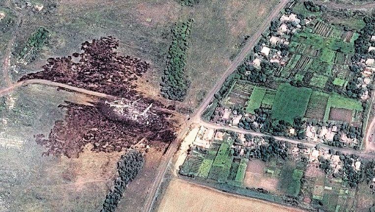 Een satelliet-opname van de plaats waar vlucht MH17 is neergestort, in het oosten van Oekraïne. Beeld ap