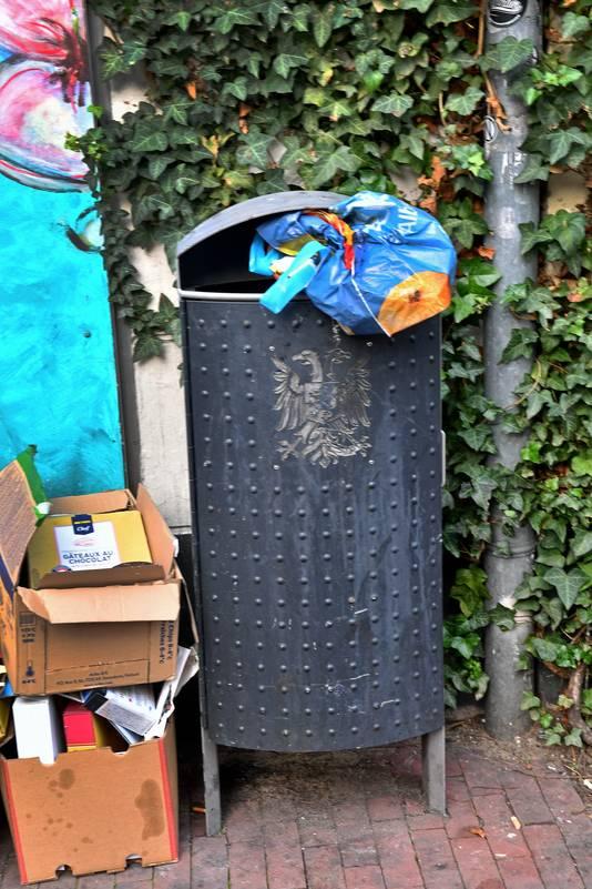 In Nijmegen worden vuilnisbakken op straat vaak gebruikt voor het dumpen van huishoudafval.