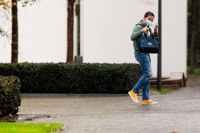 Premier Mark Rutte arriveert bij het Catshuis voor het overleg.