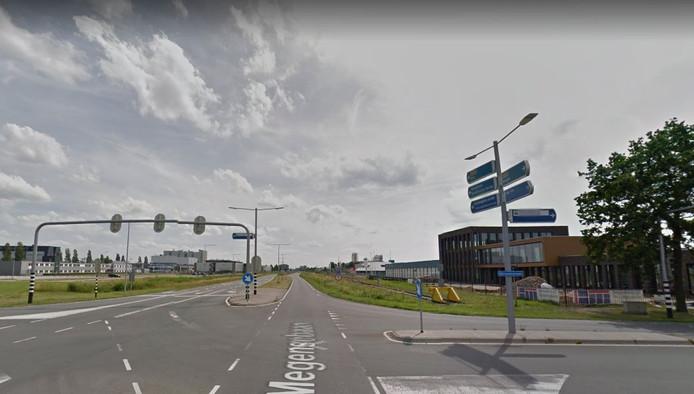 De noordelijke entree van Oss, met rechts het nieuwe kantoor van Kemkens en links de plek waar MSD een kantoor gaat bouwen.