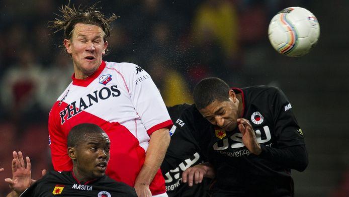 Ook Alje Schut, hier het kopduel winnend tussen Excelsior-spelers, is nog niet fit.