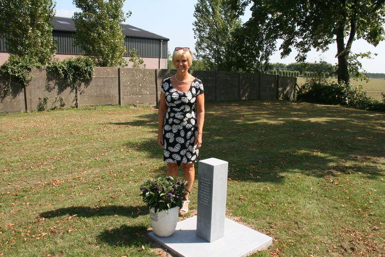 Bezoekers aan de begraafplaats zijn zeer tevreden met de gedenksteen