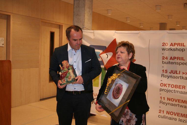 Schepen Marie Claire Van Nieuwenhuyse (Open Vld) uit Lochristi droeg het voorzitterschap van het intergemeentelijk samenwerkingsverband over aan Moerbeeks schepen en partijgenoot Stijn Deschepper (Open Vld).
