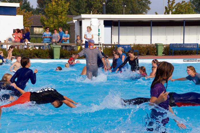 ba2000f12b4 Ochtendgymnastiek in pyjama in het zwembad. In De Meermin in Steenbergen  kan het allemaal,