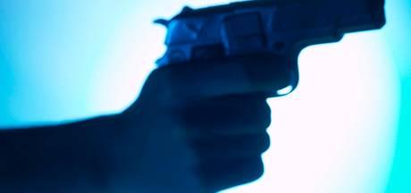 Man (18) bedreigd met vuurwapen in Bergen op Zoom: daders nemen zijn jas mee