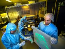 Hologrammen maken met Veldhovense machines: 'Het grote formaat maakt onze machines uniek'