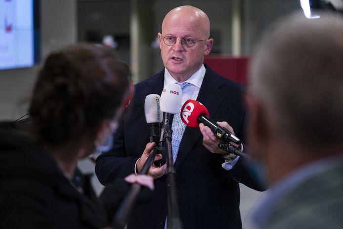 Minister Ferd Grapperhaus staat de pers te woord na het Veiligheidsberaad.