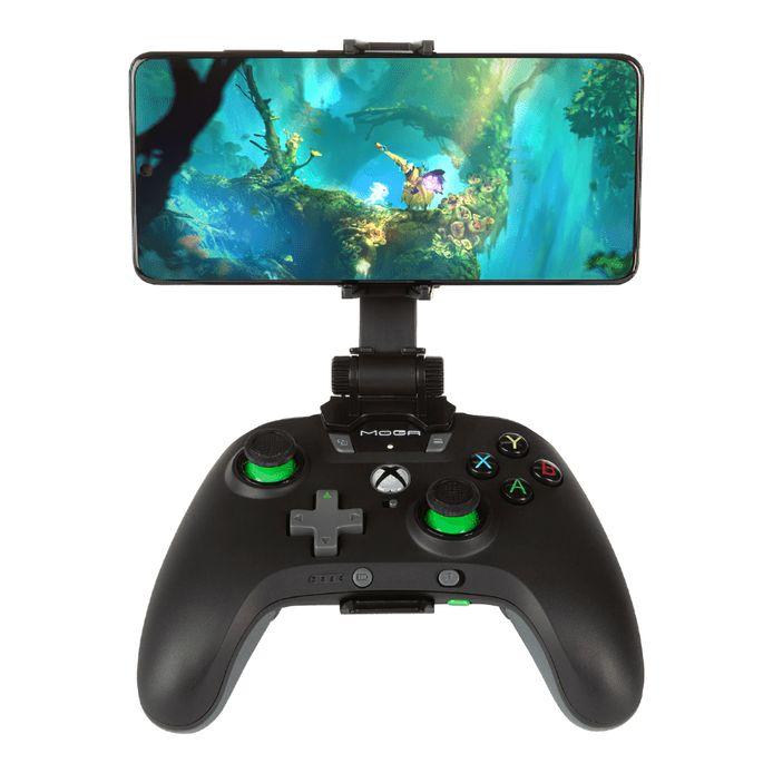 Met een opzetstukje van Moga kun je je telefoon op een Xbox-controller klemmen.