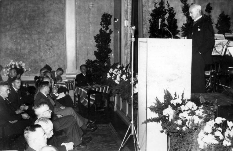 Secretaris-generaal  Karel Johannes Frederiks van Binnenlandse Zaken spreekt op 15 oktober 1941 in Pulchri Studio in het kader van de tweede winterhulpactie. Beeld Nationaal Archief/Collectie Spaarnestad