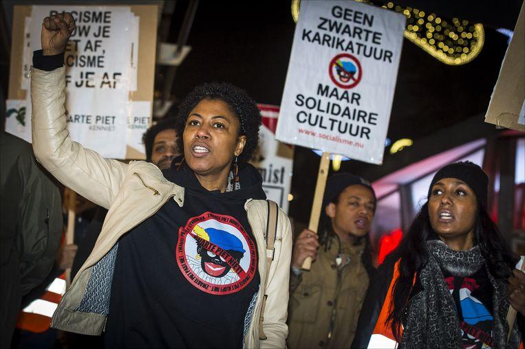 Demonstranten protesteren tegen Zwarte Piet. Beeld anp