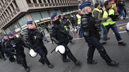 Veel politie aanwezig: 150 gele hesjes trekken vreedzaam door Brussel