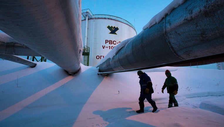 Een tank voor olieopslag van Salym Petroleum in Siberië, dat ook gas produceert. De EU wil minder afhankelijk worden van gas uit Rusland. In 2006 en 2009 staakte Gazprom de gasleveranties aan Oekraïne en zette daar vele miljoenen mensen in de kou. Beeld getty