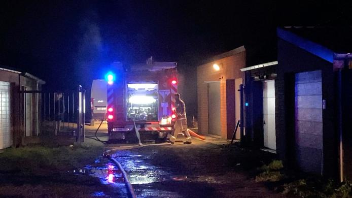 De plaats was moeilijk bereikbaar voor de brandweer.