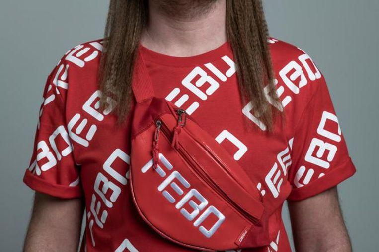 Het rode Snackshirt met de tas.