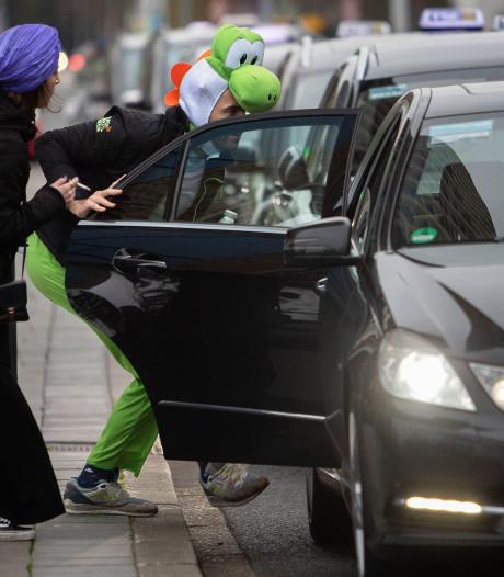 Chauffeurs in Eindhoven balen van Amsterdamse taxi's