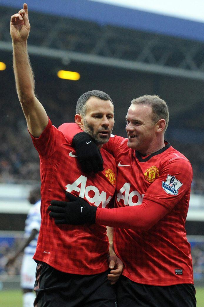 Giggs (39) juichend met Wayne Rooney.