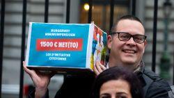 PVDA haalt 100.000 handtekeningen voor hogere pensioenen: 'burgerwet' of communicatiestunt?
