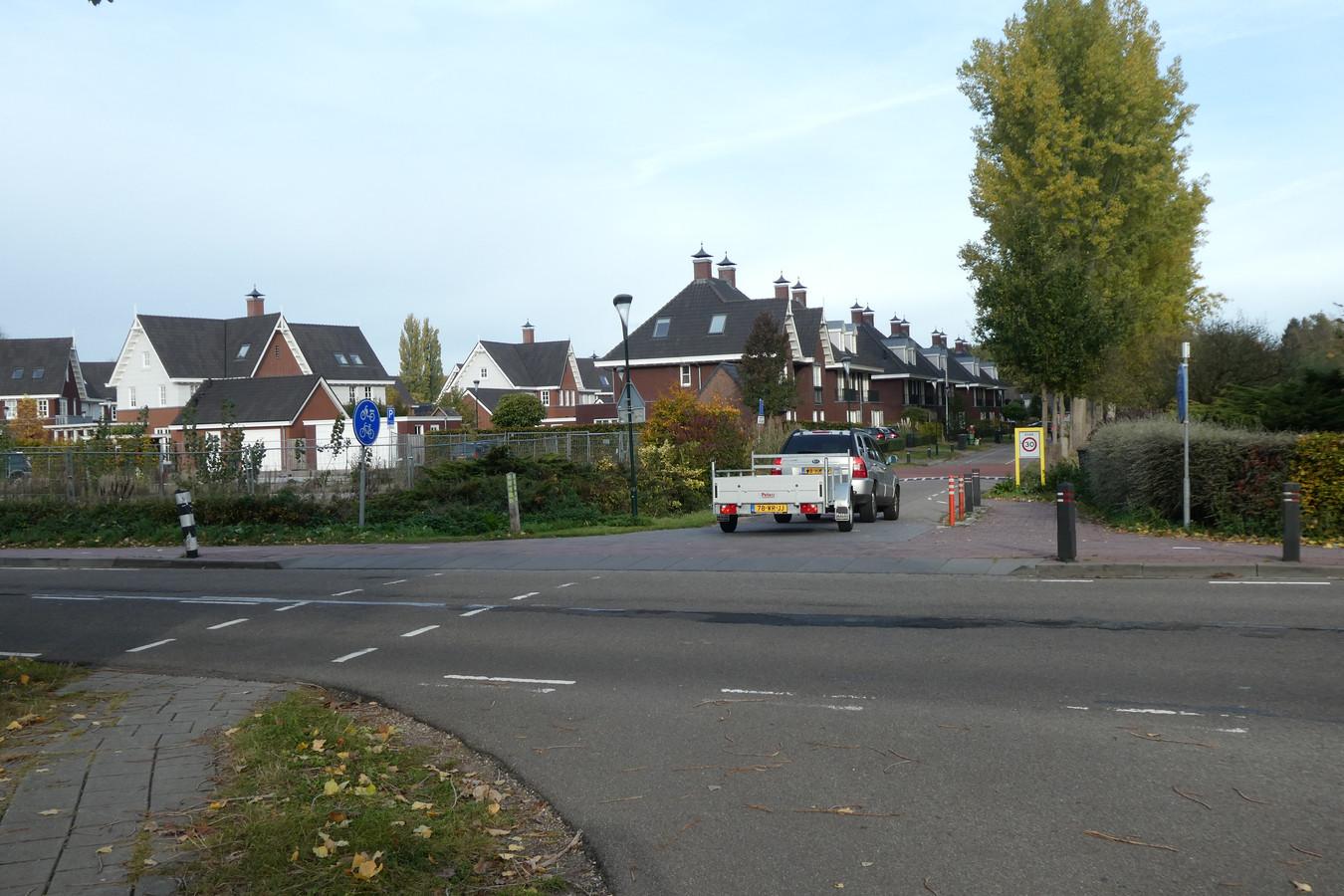 De hoek Schijndelseweg/Vestdijkstraat in Sint-Michielsgestel. Voor leerlingen van Gymnasium Beekvliet een gevaarlijk kruispunt.