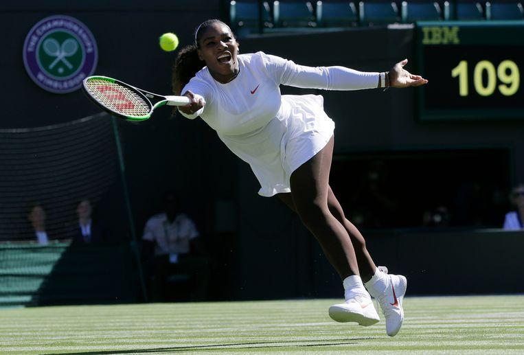 Serena Williams speelt op Wimbledon tegen de Nederlandse tennisster Arantxa Rus.  Beeld AP