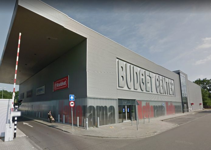 Op Spaansland zit de Praxis naast het Budgetcenter, waar onder meer de Nettorama zit. Als de Praxis weggaat, moet de pandeigenaar een nieuwe huurder zoeken. Dat is nu een stukje lastiger geworden.