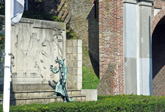 Hulst en Reynaert de Vos zijn met elkaar verbonden.
