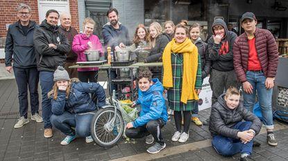 Leerlingen SBSO Sterrebos maken duurzame soep met bakfiets