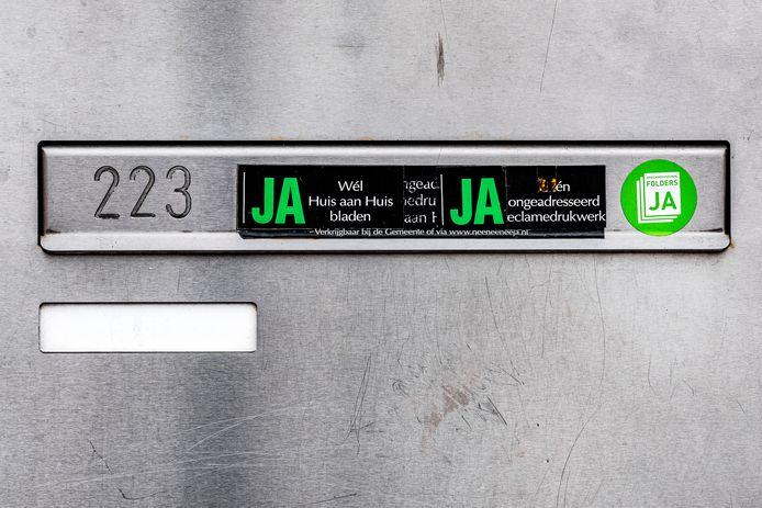 In Amsterdam is de Ja/Ja-sticker ingevoerd: veel gemeenten volgen.