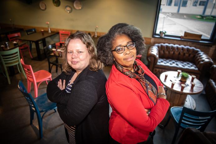 """Shirley Kambel (rechts) en Annet van der Meulen volgden de eerste cursus 'Durven Doen' van Single SuperMom in Zwolle. ,,We maken nu meer tijd voor onszelf."""""""
