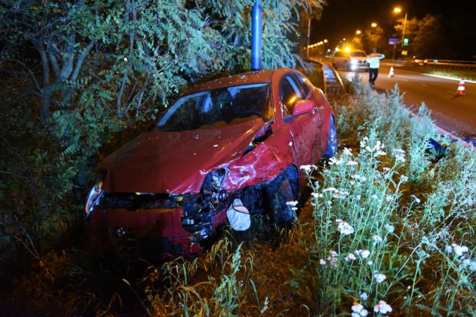 Een Opel Corsa en een Alfa Romeo kwamen in botsing op de Waterlinieweg in Utrecht.