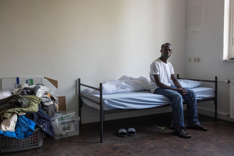 Musa Jalow is uit Gambia gevlucht en wacht nu op bewijs dat hij zijn leven in dat land niet meer zeker is. Beeld Marc Driessen
